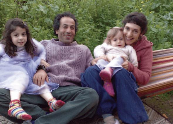 צביקה מעטו, לאה פלצ'יק ובנותיהם נירה (מימין) ורות. צילום: נועם שרון