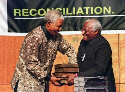 לאחות את הקרעים: ועדת האמת והפיוס בדרום אפריקה