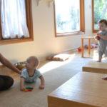 בתמונה: תינוקות ועזרי התפתחות שפיתחה אפי פינקלר