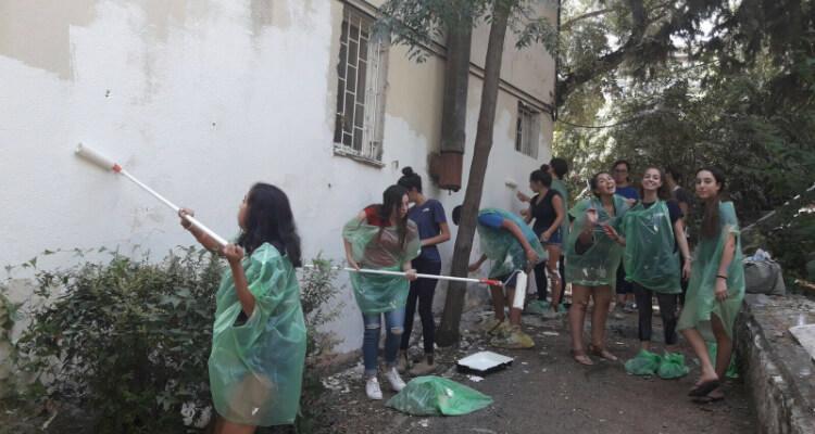 יום התנדבות מקדים בשכונת העלייה עם תלמידי כיתות י' מאורט גרינברג ומתיכון שקד, בהנחיית תושבי השכונה. צילום- דורית אורן