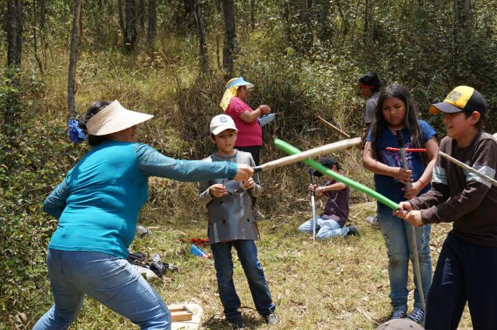 חג מיכאל נחגג ביער בנינה פצ'ה: תרגילי חרבות לקראת הקרב בדרקון.