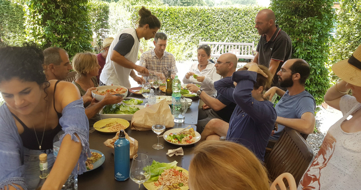 ארוחה בכרם ביודינמי באיטליה