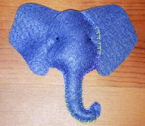 מילוי ותפירת ראש הפיל